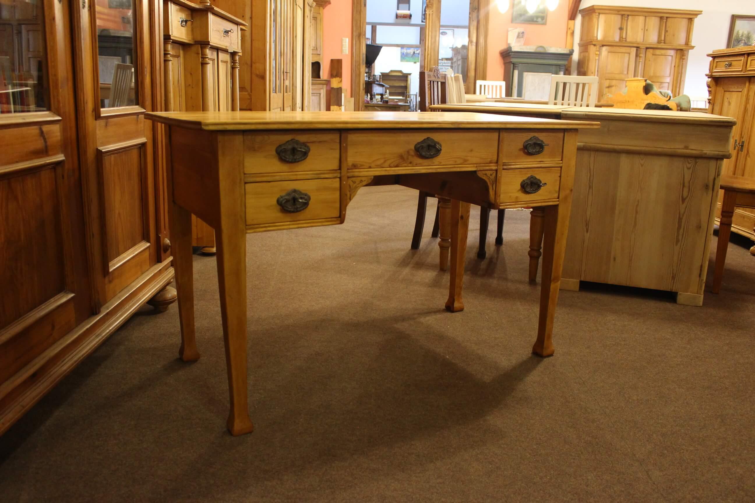 Schreibtisch in Altweiß gefasst (Art.-Nr.: 03015)