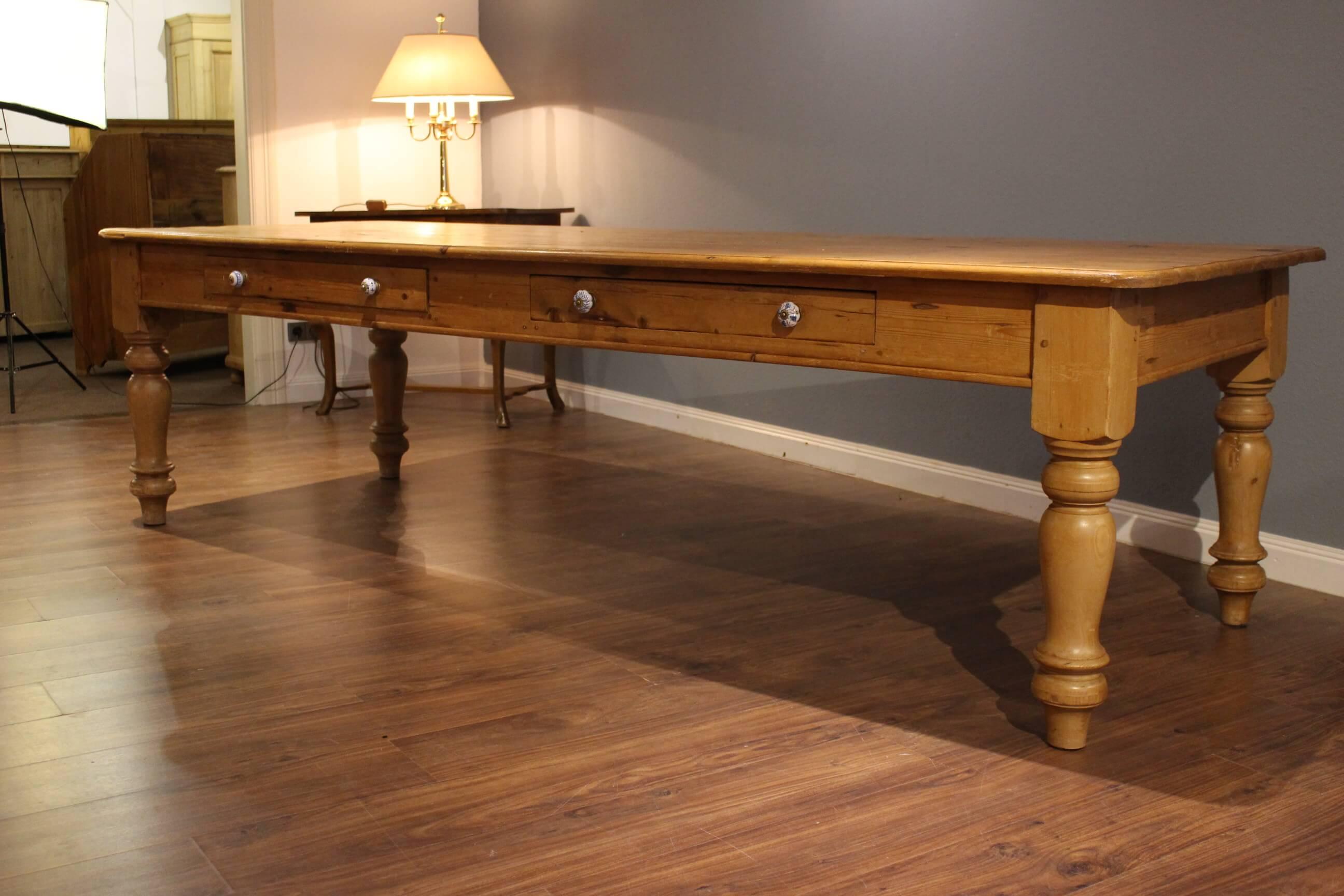 Großer Esstisch für bis zu 12 Personen (Art.-Nr.: 0131)