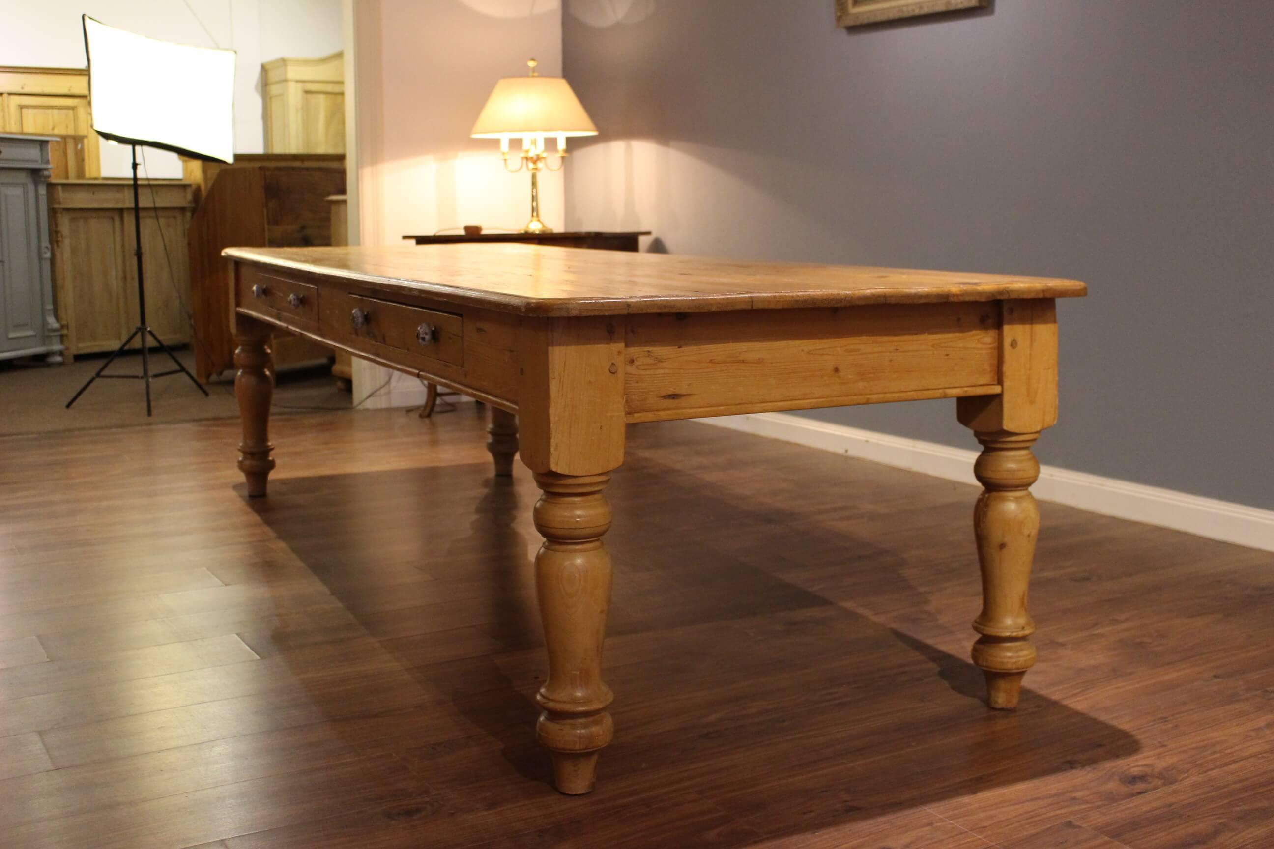 Großer Esstisch für bis zu 12 Personen (Art.-Nr. 0131)