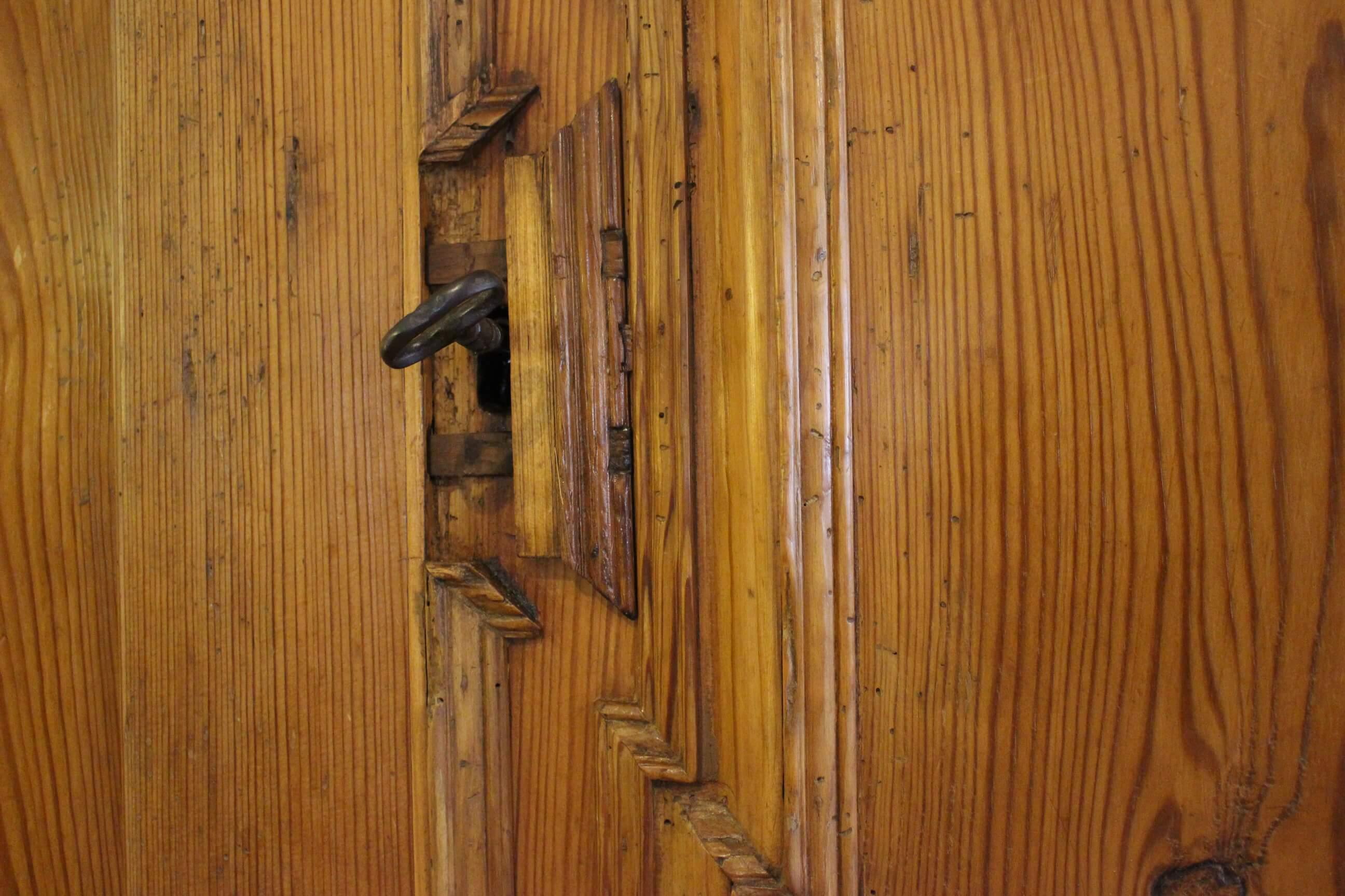 Schrank Barock Dielenschrank Kiefer antik eintürig (Art.-Nr. 0134)
