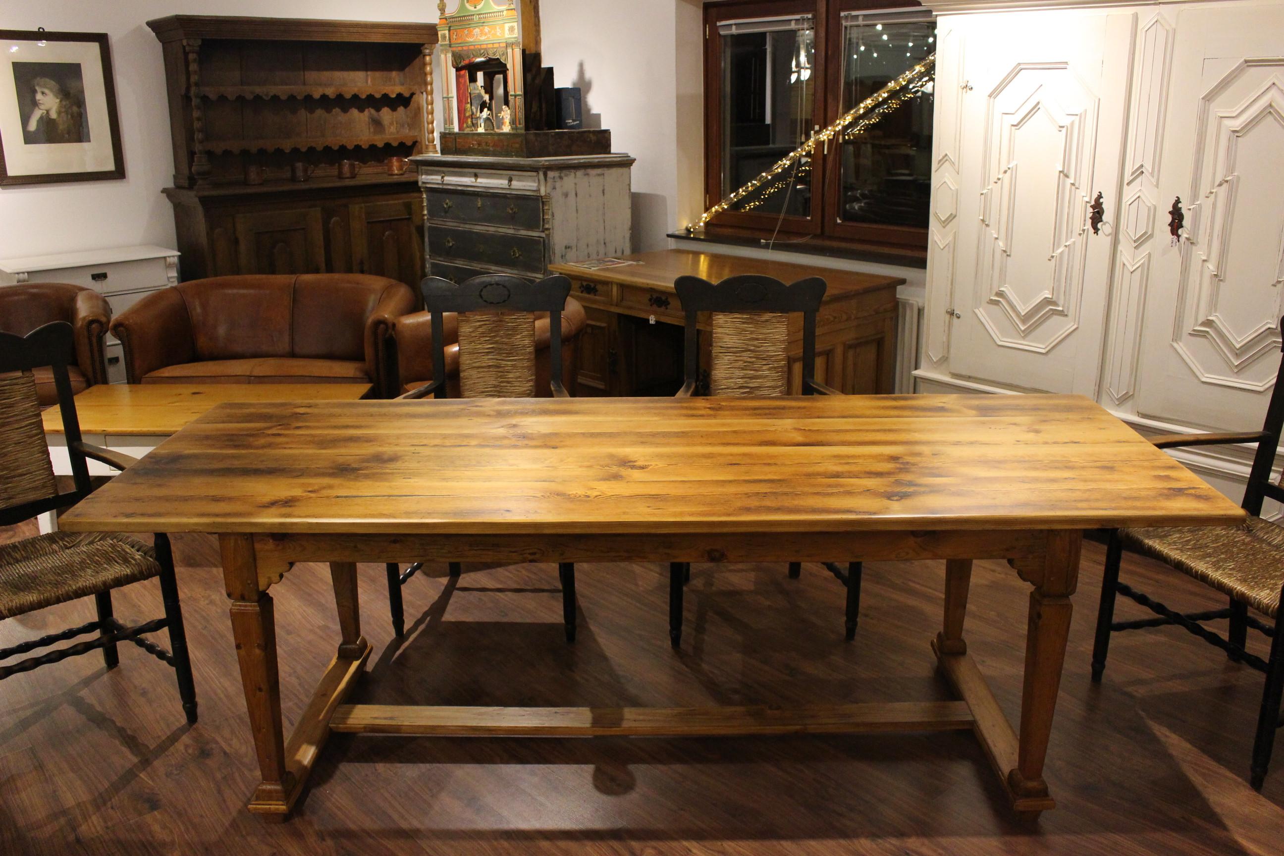 Tisch im Barockstil angefertigt (Art.-Nr.: 03116)