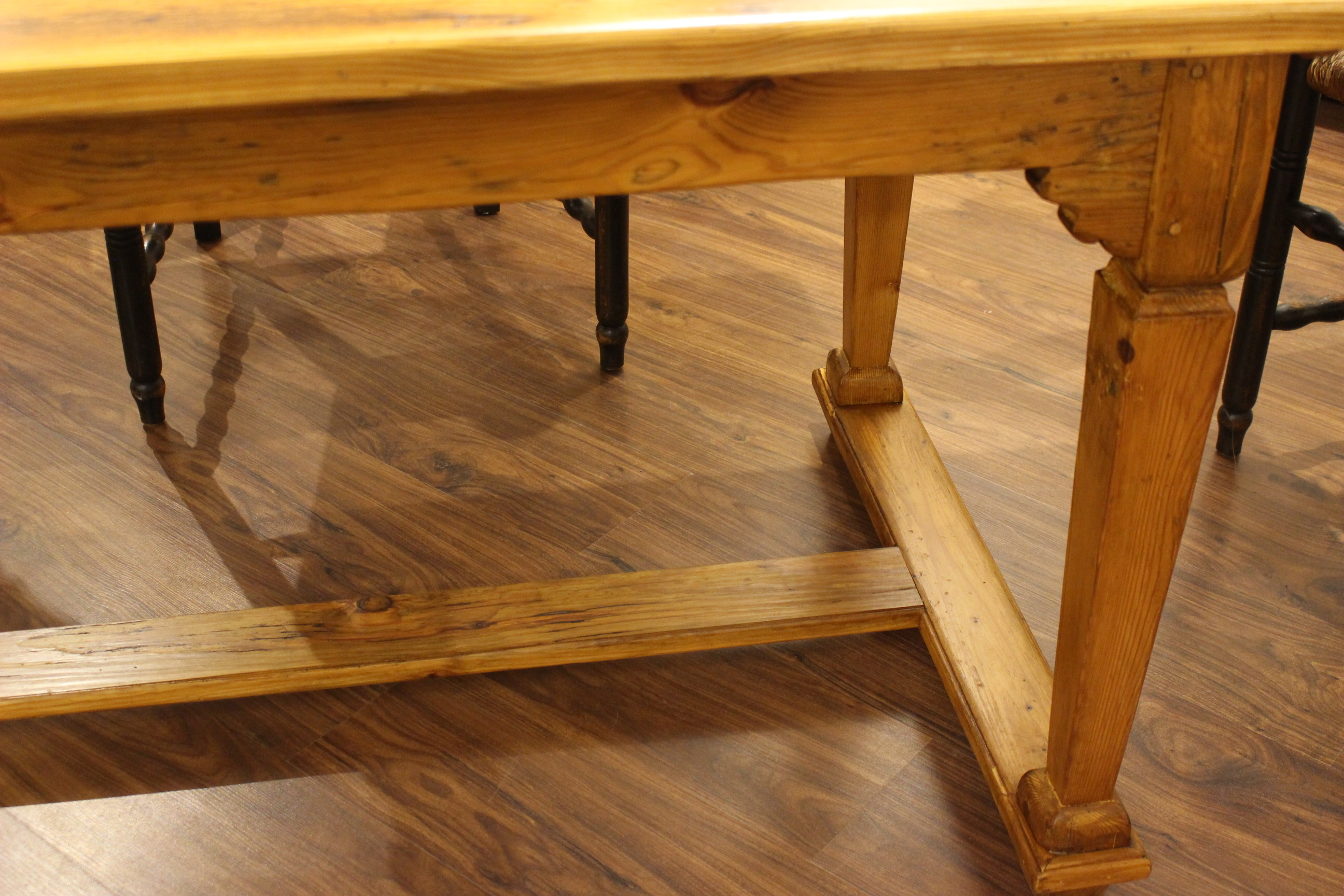 Tisch im Barockstil angefertigt (Art.-Nr. 03116)