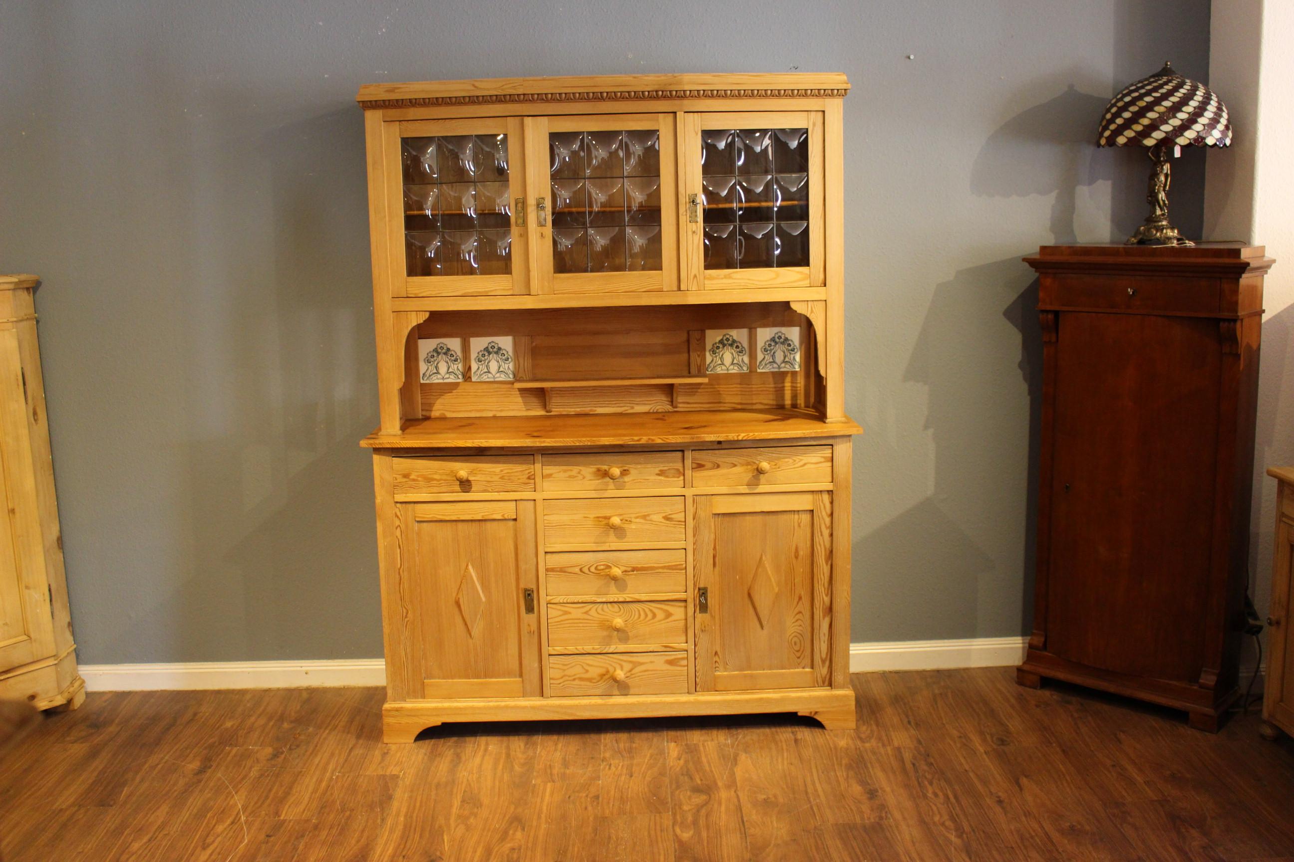 Art Deco Küchenschrank, Weichholz Kiefer antik (Art.-Nr.: 03838)