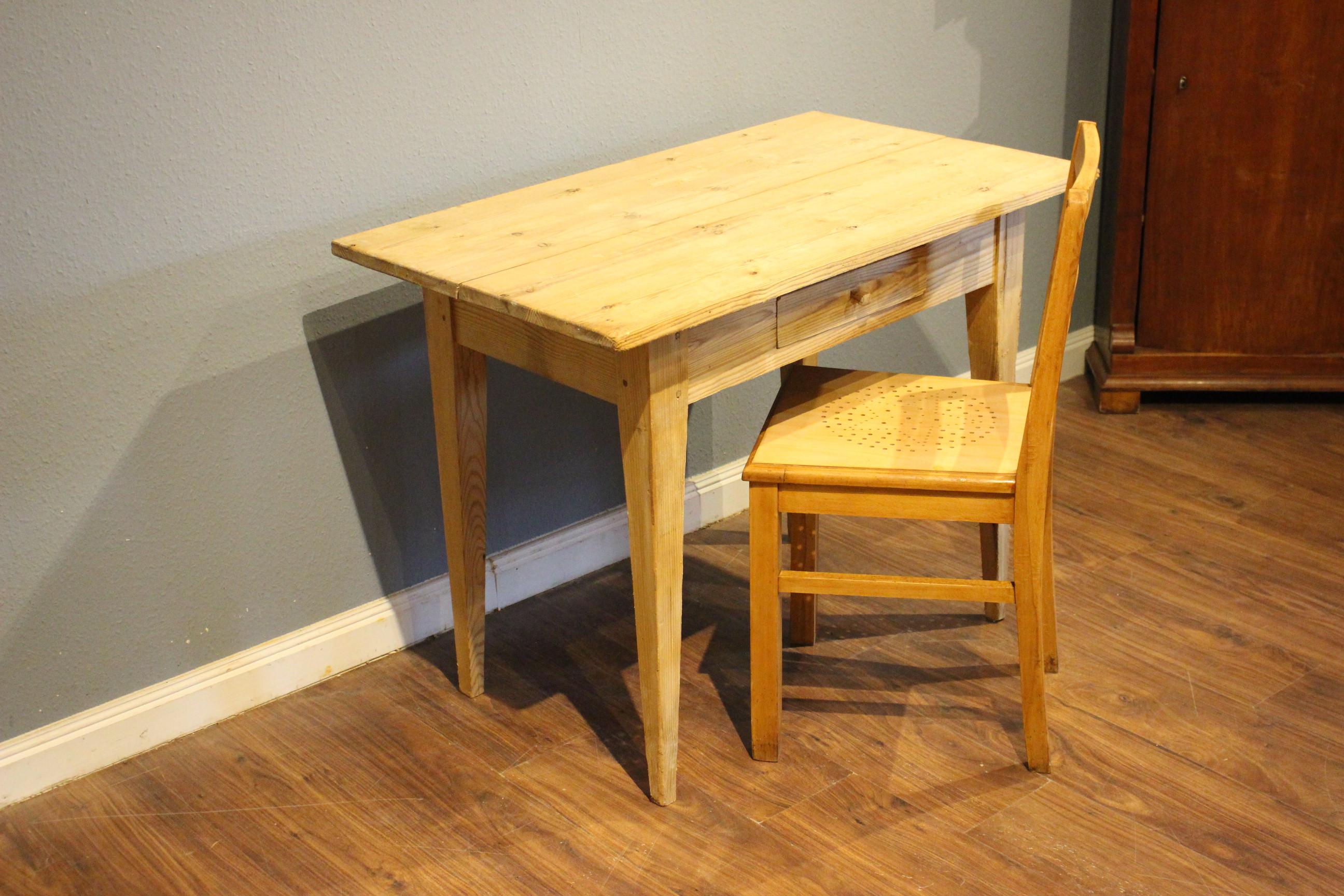 Esstisch, Schreibtisch, Kiefer antik gelaugt Biedermeier (Art.-Nr.: 03741)