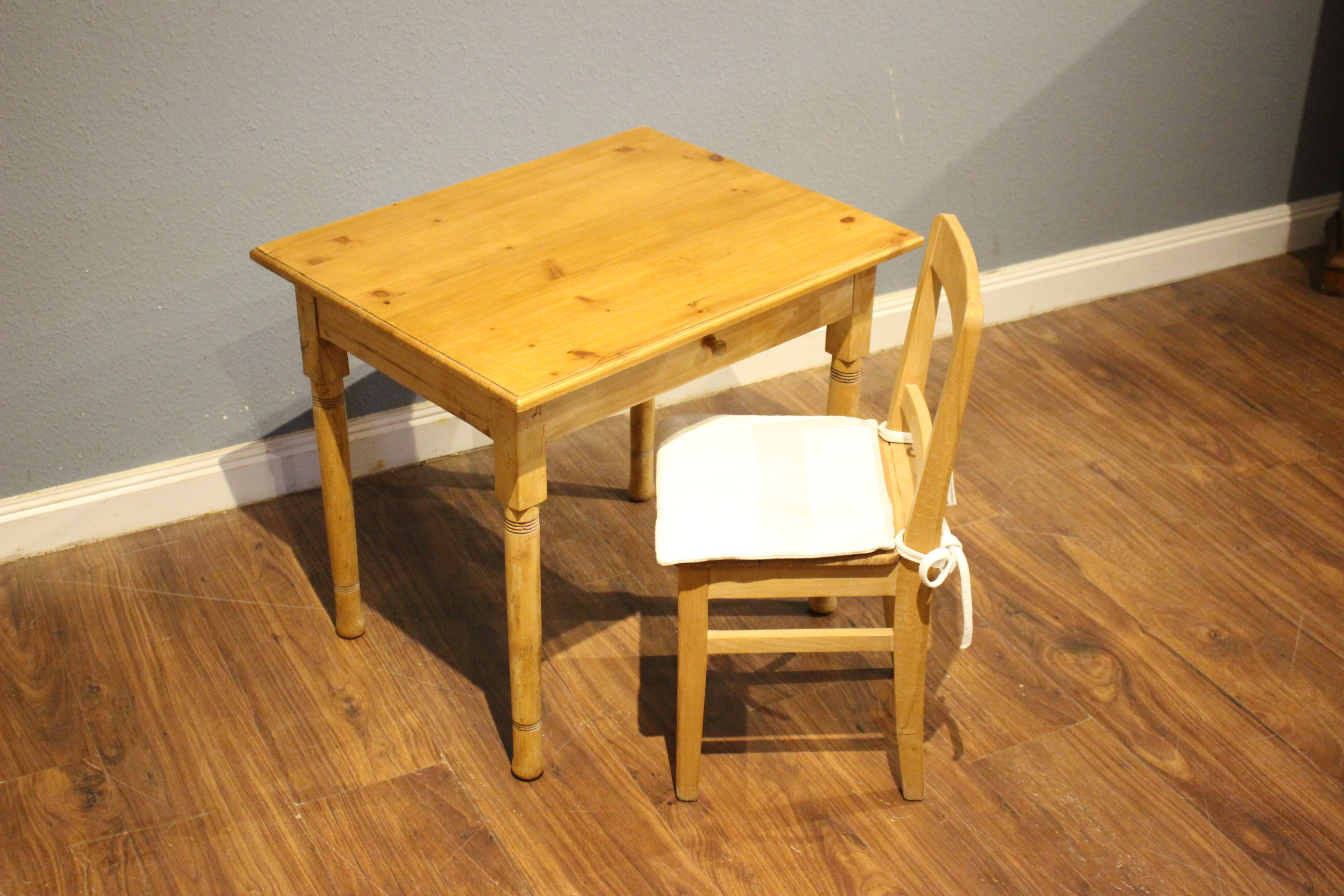 Kindertisch, Beistelltisch, Jugendstil (Art.-Nr.: 03784)