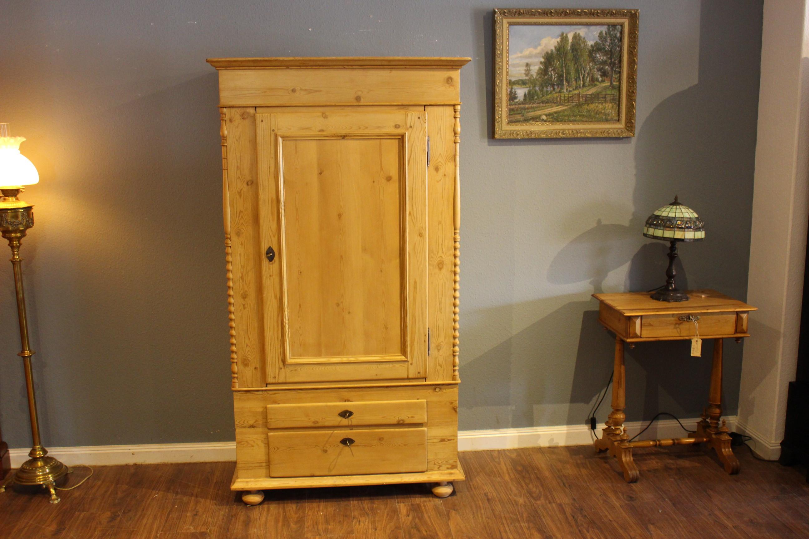 Kleiner eintüriger Biedermeier Dielenschrank, Kinderzimmer-Schrank (Art.-Nr.: 03663)