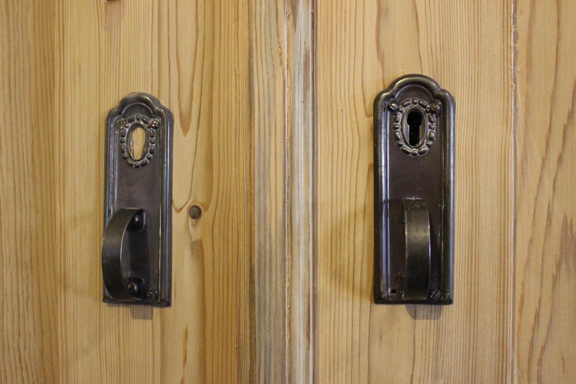 Antiker Schrank, Kleiderschrank (Art.-Nr. 03380)