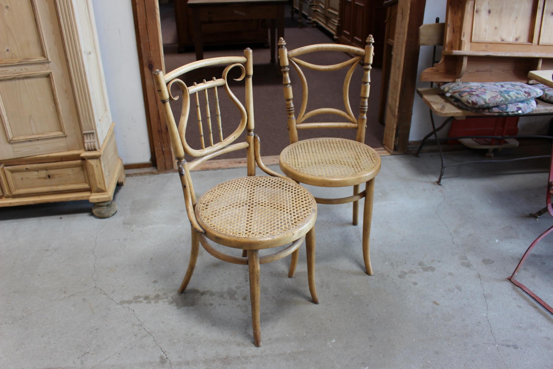 zwei antike Kaffeehaus Stühle (Art.-Nr.: 03371)