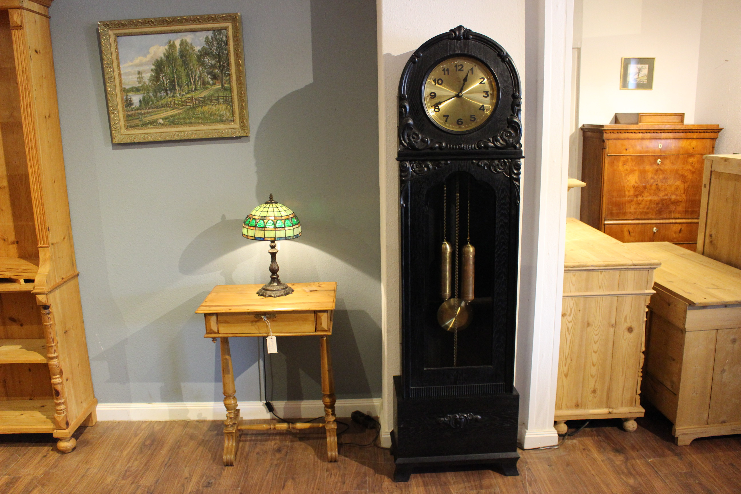 antikes Sammelsurium, Uhren Betten Garderoben Lampen usw.