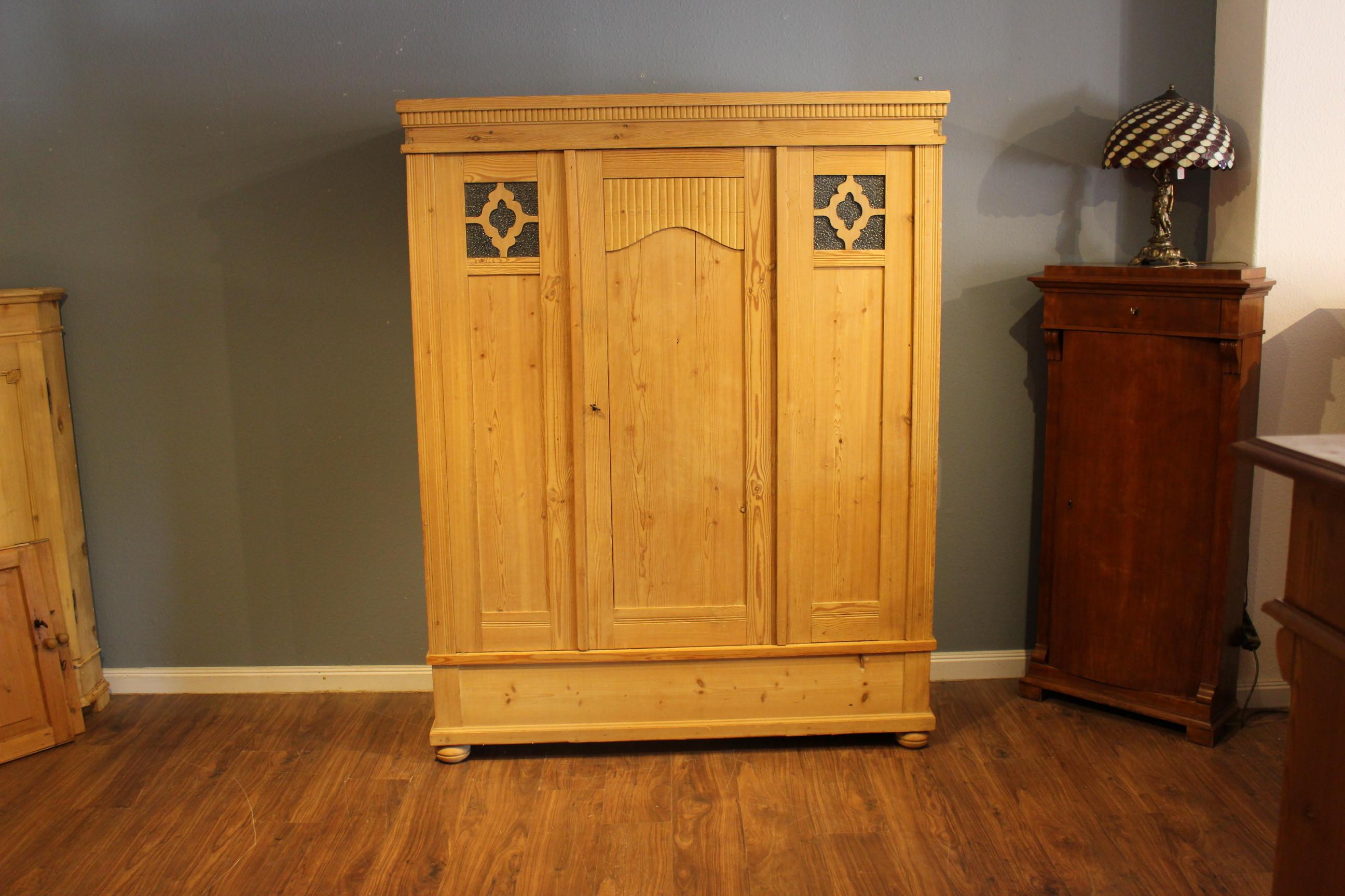 antiker Kleiderschrank, Wäscheschrank dreitürig, Art  Deco (Art.-Nr.: 03833)