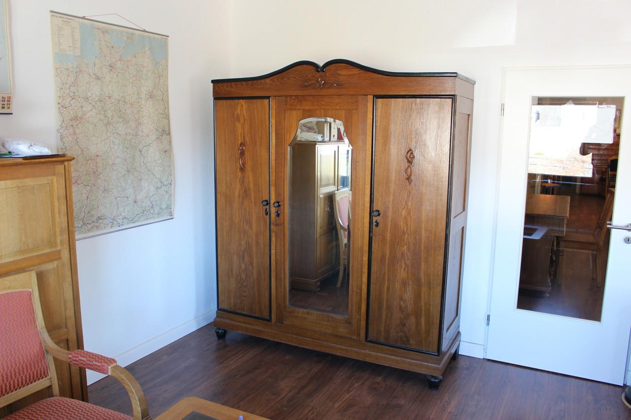 Kleiderschrank Art Deco Eiche (Art.-Nr.: 03239)