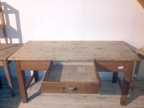 Alter Esstisch, Schreibtisch, Arbeitstisch (Art.-Nr. 02005)