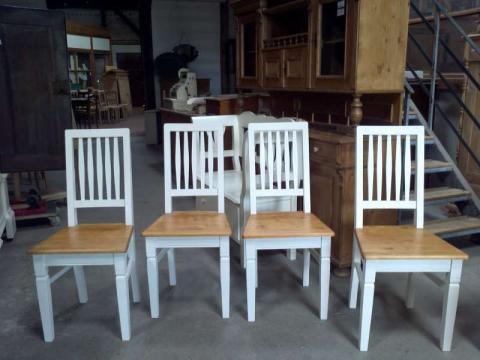 Stühle im Landhausstil gefasst (Art.-Nr.: 02274)