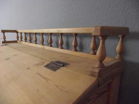 Altes Stehpult in Kiefer (Art.-Nr. 02358)