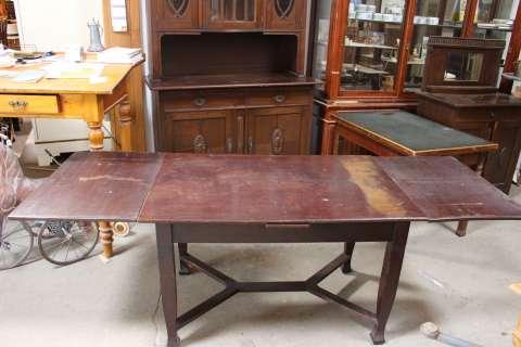 Großer Esstisch aus der Zeit des Jugendstil ausziehbar bis auf 233 cm (Art.-Nr. 02565)