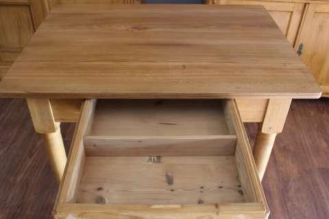 Alter Küchentisch mit einer Tischplatte aus Esche (Art.-Nr. 02851)