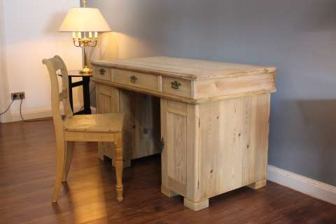 Alter Schreibtisch in Weichholz Kiefer zerlegbar (Art.-Nr. 02971)