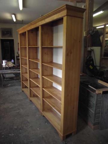 Bücherregal im Gründerzeit Stil im Kundenauftrag angefertigt (Art.-Nr.: 01281)