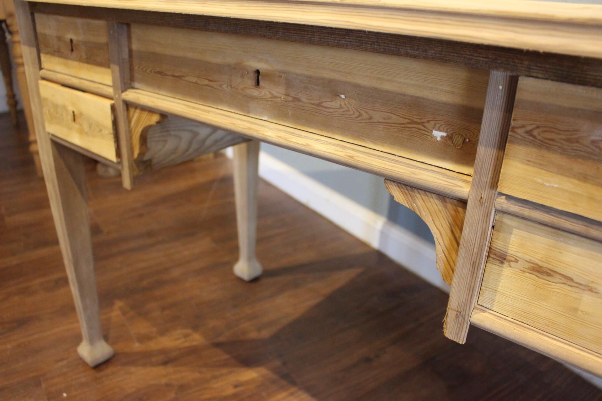 Schwedischer Jugendstil Schreibtisch (Art.-Nr. 03500)