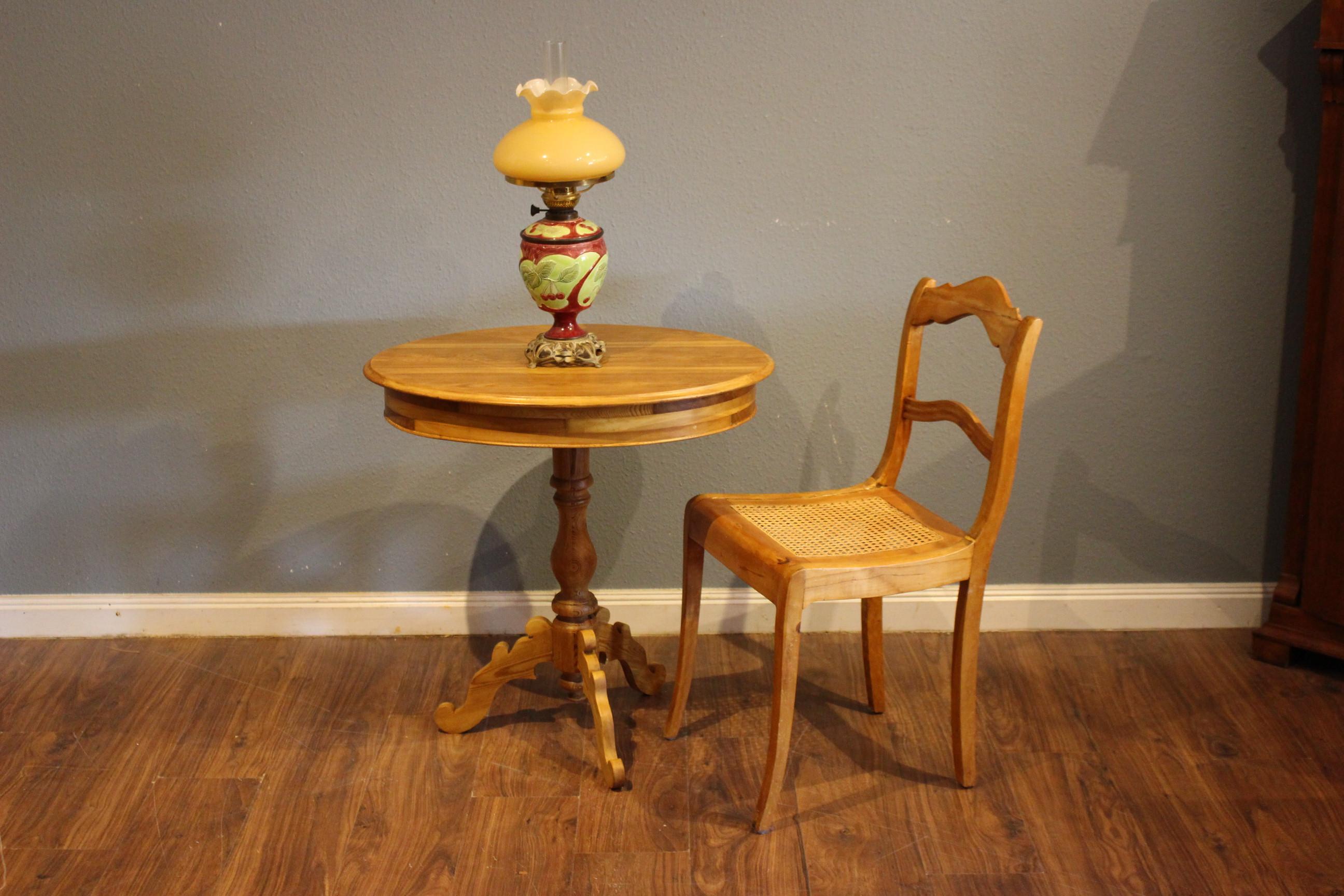 Schwedischer Säulen-Tisch,Kiefer antik, Beistelltisch, oval (Art.-Nr.: 03829)