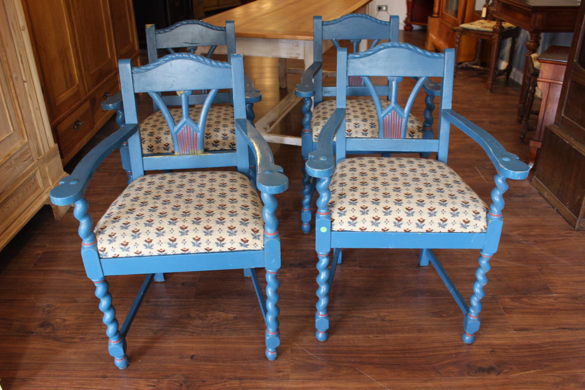 Vier Armlehnen Stühle (Art.-Nr.: 03422)