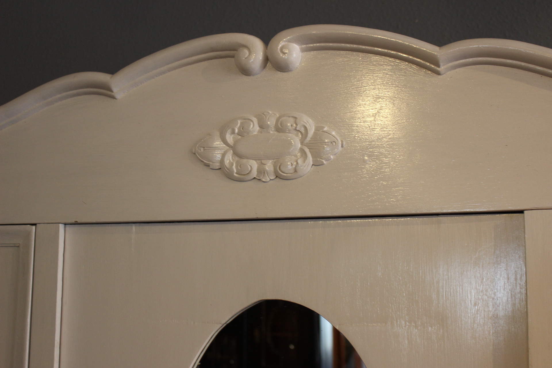 weißer Kleiderschrank antikJugendstil (Art.-Nr. 03426)